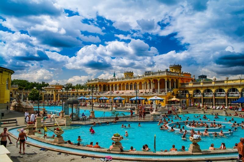 Thư giãn với suối nước nóng ở Budapest