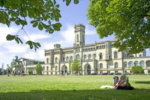 Khung cảnh xung quanh trường đại học Leibniz Hannover
