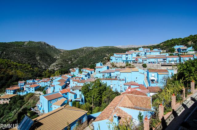 Ấn tượng với ngôi làng Xì trum xinh đẹp