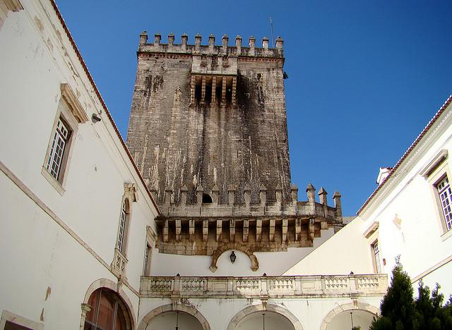Thăm quan thành phố văn hóa Evora