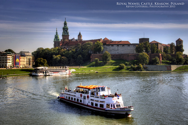 Vé máy bay đi Krakow bao nhiêu tiền?