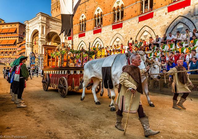 Lễ hội đua ngựa truyền thống Il Palio ở Ý