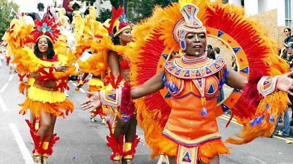 Tham gia lễ hội hóa trang rực rỡ ở Anh quốc