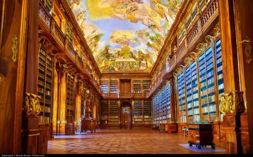 Tham quan lâu đài Prague cổ kính