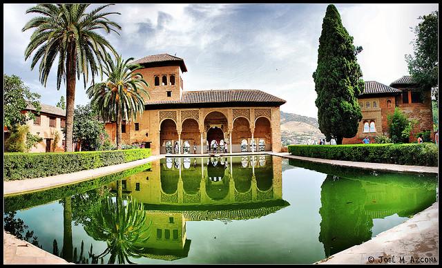 Viên ngọc kiến trúc Alhambra ở Tây Ban Nha