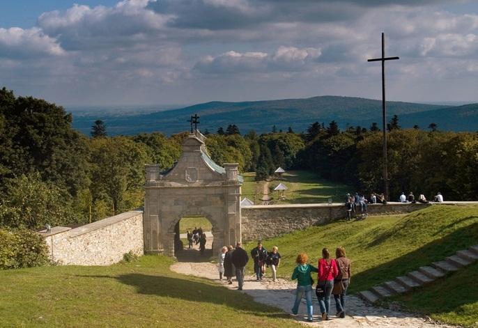 Đến Ba Lan thăm núi Thánh giá linh thiêng