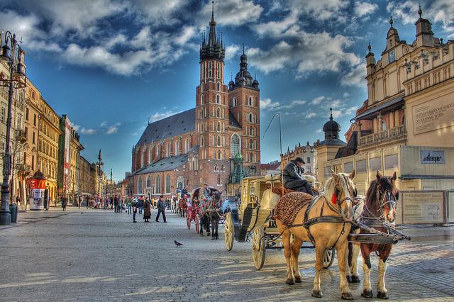 Mua vé máy bay đi Ba Lan giá rẻ nhất ở đâu