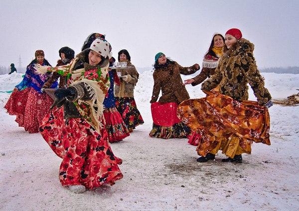 nhảy múa lễ hội tiễn mùa đông
