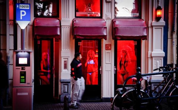 phố đèn đỏ3