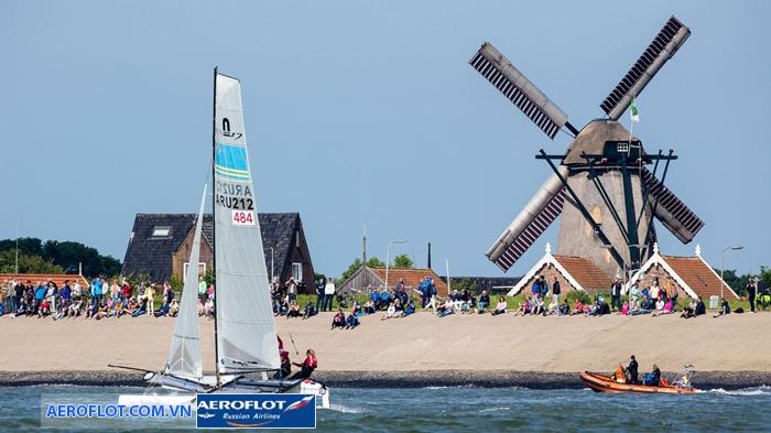 """cuộc đua thuyền catamaran """"Round Texel"""""""