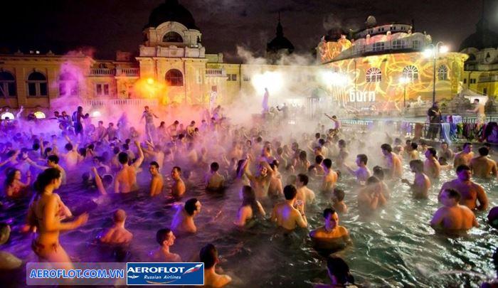Lễ hội tắm đêm