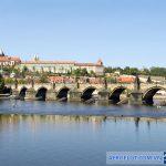 Cầu Charles là biểu tượng của Prague