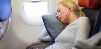 Gối đệm cổ giúp bạn thoải mái hơn trong chuyến bay
