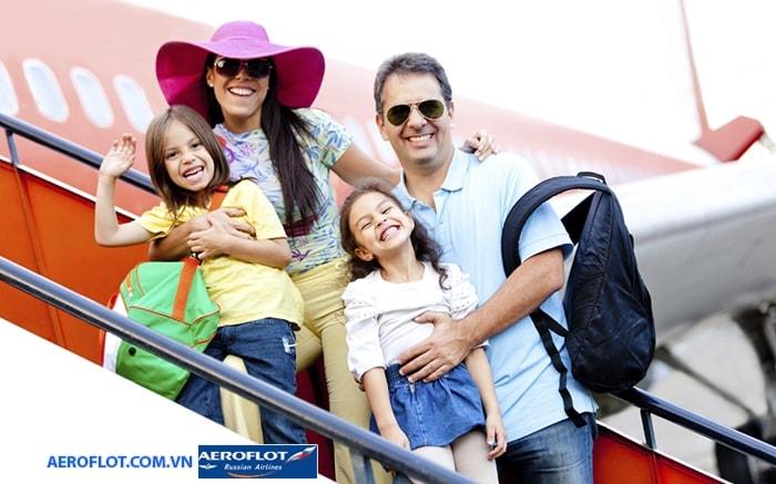 Người lớn đi cùng trẻ em trên chuyến bay Aeroflot