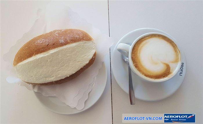Thưởng thức Bánh maritozzi cùng cà phê