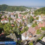Thành phố Karlovy Vary bao phủ bốn bề bởi núi