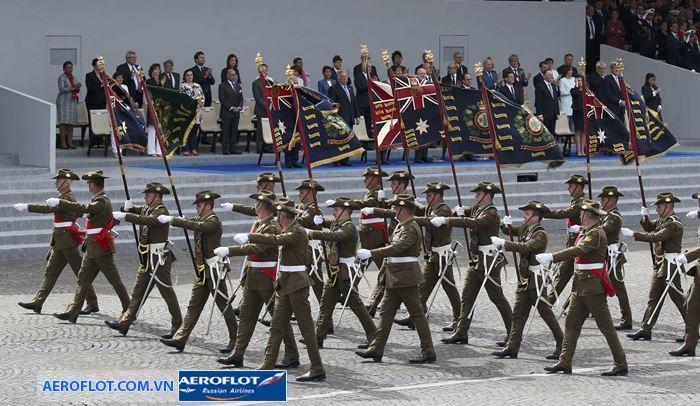 Diễu binh mừng ngày quốc khánh