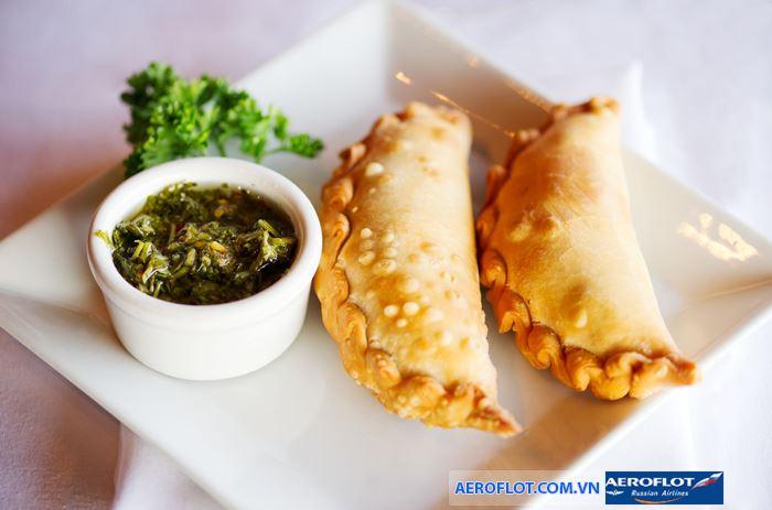 Bánh chiên Empanadas là món không thể lẫn với quốc gia khác
