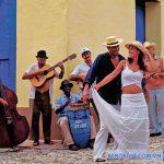 Nhảy Salsa với các vũ công trên phố