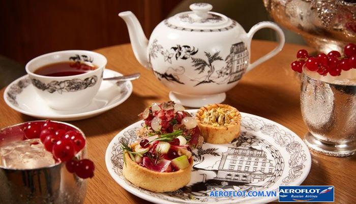 Người London thưởng thức trà thường kèm theo các loại bánh ngọt