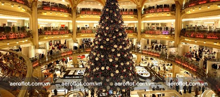 Lạc vào miền cổ tích đón Giáng sinh rực rỡ sắc màu tại Paris